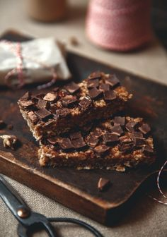 I have probably made dozens of chewy bar recipes in my life, and they always involved dates. People who don't like the fruit as much as I do will be happy to see that this chewy bar recipe is made with puffed rice instead. Vegan Snacks, Healthy Desserts, Cereal Recipes, Dessert Recipes, Bar Recipes, Puffed Rice, Puffed Quinoa, Granola Bars, Something Sweet