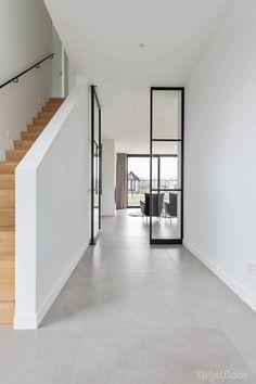Modern Floor Tiles, Hallway Designs, Living Room Flooring, Staircase Design, Estilo Retro, Home Deco, Interior Decorating, New Homes, House Design