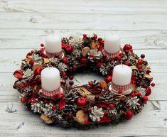 Boże Narodzenie - inne-Wieniec Adwentowy W Zimowy Czas Christmas Advent Wreath, Rustic Christmas, Christmas Holidays, Christmas Crafts, Christmas Decorations, Advent Candles, Jingle All The Way, Candle Centerpieces, Potpourri