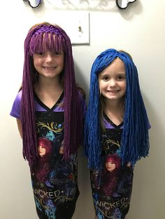 Mal or Evie inspired wig headbands, great for costumes and dress up, Descendants 2 movie style Desendants Cake, Mal Halloween Costume, Cute Crafts, Crafts For Kids, Yarn Wig, Mal And Evie, Disney Decendants, Descendants Costumes, Party Fiesta