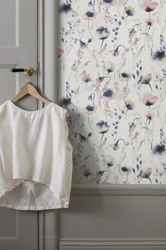 Lo Multi is a water coloured wallpaper in pinks and blues. Welcome to Sandberg Wallpaper. Large Floral Wallpaper, Plain Wallpaper, Colorful Wallpaper, Flower Wallpaper, Modern Wallpaper, Trendy Bedroom, Girls Bedroom, Brown Accent Wall, Dark Carpet