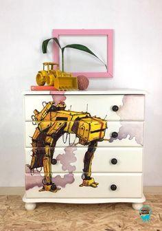 Monkey Décor is close Hand Painted Furniture, Kids Furniture, Furniture Design, Monkey Decorations, Scandi Bedroom, Kids Dressers, Robot Design, Kids Decor, Home Decor