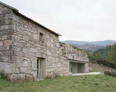 http://www.journal-du-design.fr/architecture/renovation-dune-ferme-portugal-brandao-costa-arquitectos-87767/