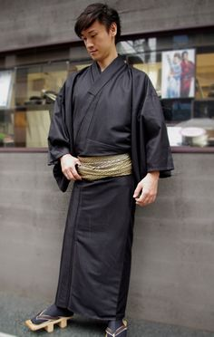 A men's polyester kimono from Rumi Rock, here paired with dark tabi and… Japanese Outfits, Japanese Fashion, Japanese Style, Japanese Costume, Japanese Kimono, Oriental Fashion, Asian Fashion, Male Kimono, Men's Kimono