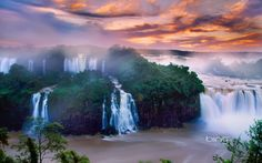 Iguazu Falls National Park at the borders of Argentina and Brazil - windowscenter.nl