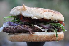 Grillet Burger med glaseret rødløg