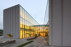 Phoenix Zeppelin Headquarters / Paulíny Hovorka Architekti