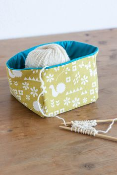 Garden (ガーデン) by Ellen Luckett Baker : dutch garden : Kokka Dutch Gardens, Textile Design, Textiles, March 2014, Crafty, Sewing Ideas, Totes, Baskets, Fiber