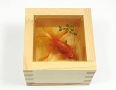 the goldfish by using acrylic paint on layers of clear resin painted by Fukahori   世界中で話題の超リアル「金魚アート」制作の苦労とは/深堀隆介氏インタビュー(後編)