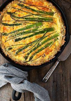 Hashbrown Crust Asparagus Quiche via @SeasonsSuppers