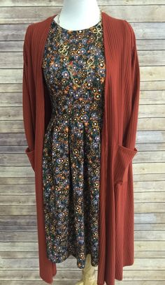Printed dress and brown cardigan Bedrucktes Kleid und braune Strickjacke Modest Dresses, Modest Outfits, Skirt Outfits, Modest Fashion, Fall Outfits, Fashion Outfits, Dress Fashion, Rock Outfits, Modest Clothing