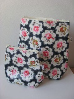 toilet bag with roses