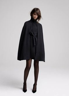 DEPAYSER Manteau cape ceinturé / Belted cape coat DIRK Escarpins en cuir / Leather pumps