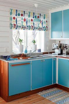 Cute Kitchen Ideas For Cute Retro Kitchen // ? Modern Kitchen Curtains, Modern Kitchen Cabinets, Modern Kitchen Design, Kitchen Interior, Classic Kitchen, Cute Kitchen, New Kitchen, Vintage Kitchen, Room Kitchen