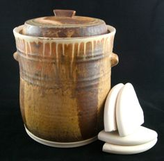 handmade crock from etsy Fermentation Recipes, The Potter's Wheel, Fermented Foods, Pottery Studio, Preserving Food, Barrels, Kitchen Gadgets, Cookware, Safe Food