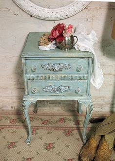 shabby chic. my new favorite. This is my new favorite color! :)