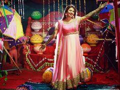 A Vibrant,Colorful Celebrity Wedding – Get Inspired from Divyanka Tripathi's Mehndi & Haldi Photographs #CelebrityWedding #Wedding #DivyankaTripathi's #WeddingPhotography