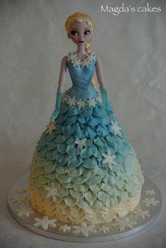 Elsa doll cake - Cake by Magda's cakes