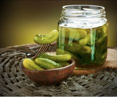 Pickle juice is a great natural remedy for acid reflux. Pickles have been among the side dishes or condiments served along side of a meal, not only for Claussen Pickles, Kosher Dill Pickles, Homemade Pickles, Pickles Recipe, Dill Pickle Juice Recipe, Pickling Cucumbers, Pickling Spices, Pickling Vegetables, Cucumber Canning