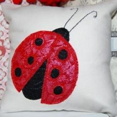 Ladybug #Applique #Pillow #tutorial by Tracey from Peppermint Patcher