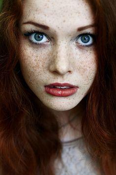 Dark red hair - Ren, but with violet eyes