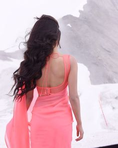 Pink sleeveless blouse for plain saree. Saree Blouse Neck Designs, Fancy Blouse Designs, Saree Backless, Stylish Blouse Design, Saree Trends, Saree Look, Elegant Saree, Fancy Sarees, Indian Beauty Saree