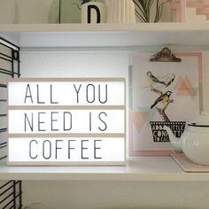 Tip! Mocht je te laat zijn geweest voor de goedkope lightbox van Intratuin Hema heeft nu precies dezelfde lichtbakken (A4 inclusief letters) in het assortiment voor 21. Online niet te vinden maar ze liggen al wel in de winkels. Zo en dan nu koffie!