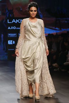 Monica Shah and Karishma Swali collection at Lakme Fashion Week 2017 Lakme Fashion Week 2017, India Fashion Week, Western Outfits, Indian Outfits, Choice Fashion, Designer Party Wear Dresses, Indian Designer Wear, Contemporary Fashion, Bollywood Fashion