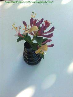 caprifoi Sugar Flowers, Vase, Plants, Home Decor, Homemade Home Decor, Flower Vases, Flora, Plant, Jars