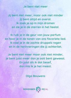 Een prachtig gedicht van Olga Bouwens van Rememberme.nl genaamd 'Je bent niet meer'. | Kijk voor meer gedichten op het gebied van rouw en verdriet op www.rememberme.nl Missing Daddy, Missing Someone, Me Quotes, Qoutes, Ugly Love, Miss You Dad, Tu Me Manques, Lose Something, Above And Beyond