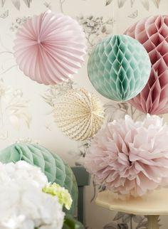 pastellfarben trend papierblumen pom poms dekoration rosa mintgrün                                                                                                                                                                                 Mehr