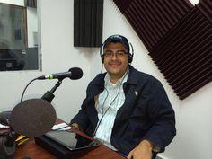 """En cabina de Radio El Salvador del Mundo, programa """"Orando por ti"""""""