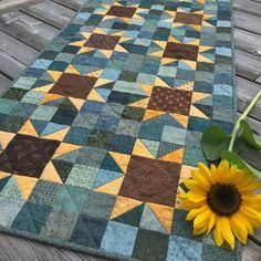 Quilting Sunflowers Quilt Pattern PDF by Jen Daly Quilts Instant Mini Quilts, Star Quilts, Sunflower Quilts, Sunflower Pattern, Quilting Projects, Quilting Designs, Sewing Projects, Small Quilt Projects, Quilting Ideas