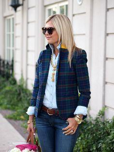 Plaid blazer w/contrast collar + blue chambray button down + dark denim Plaid Outfits, Blazer Outfits, Casual Outfits, Fashion Outfits, Fashion 101, Fashion Advice, Plaid Jacket, Plaid Blazer, Blazer Jeans