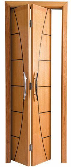 De madeira maciça esta bonita porta é dobrável.          Casa