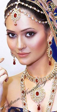 Buy your Matha Patti (Indian Head Jewellery) from Indian Jewellery Store, the world's largest dedicated online Indian Jeweller Indian Head Jewelry, Tikka Jewelry, Indian Wedding Jewelry, Indian Bridal, Hair Jewelry, Bridal Jewelry, Jewlery, Indian Weddings, Jewelry Stores