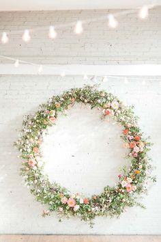 Circle floral wedding arch | Photography: AL Weddings - https://www.alweddingsllc.com/
