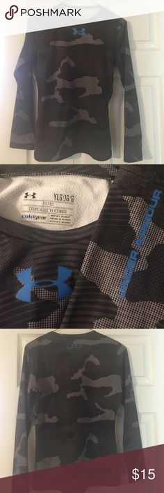 Under Armour Boys Youth Evo Baselayer Crew Under Armour dual layer fabric, ultra-warm without weighing you down.  The moisture transport system wicks away sweat and prevents The growth of order causing odor causing microbes.  Perfect for fall sports!!  Polyester/Elastane.  22 inches from shoulder to bottom of shirt.  Sleeves are 21 inches long. Under Armour Shirts & Tops Tees - Long Sleeve