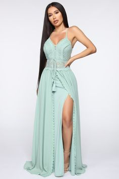 Females' night dresses in a wide variety of satisfies, shades of color & well designed styles. Mint Green Outfits, Green Dress Casual, Mint Green Dress, Fabulous Dresses, Beautiful Dresses, Nice Dresses, Casual Dresses, Fashion Dresses, Long Dresses