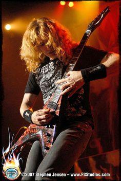 David Scott Mustaine (La Mesa (Californië), 13 september 1961) is een Amerikaanse heavy metalgitarist en -zanger. Hij is bekend als de leadgitarist en zanger van de thrashmetalband Megadeth. Hij is ook lid geweest van Metallica maar is uit de band gezet in 1983. Hij wordt beschouwd als één van de grondleggers van thrashmetal.