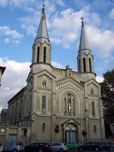 Biserica Ordinului Călugărițelor de Notre Dame (1894), Timișoara; stil neoromanic Romania, Notre Dame, Barcelona Cathedral, Architecture, Building, Travel, Temples, Arquitetura, Viajes
