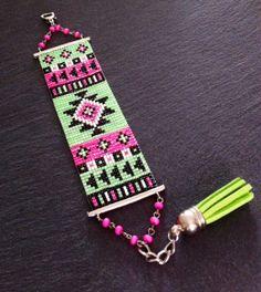 Bracelet Manchette Motif Aztèque Rose Fluo par TDFTheDreamFactory, €25.00