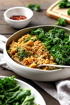 Cashew Buckwheat Curry with Kale. Insanely creamy buckwheat groats curry with cashews and kale. Just one skillet required for this flavorful and comforting meal! Garlic Kale Recipes, Quinoa, Whole Food Recipes, Cooking Recipes, Cooking Tips, Freezer Recipes, Freezer Cooking, Drink Recipes, Healthy Vegetarian Recipes