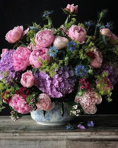 Natasja Sadi, from Cake Atelier Amsterdam, creates amazing floral arrangements usually using blue and white vases and jars. This one features hydrangea and peonies. Beautiful Flower Arrangements, Floral Arrangements, Fresh Flowers, Beautiful Flowers, Wallpaper Flower, Deco Floral, Floral Design, Hydrangea, Flower Power