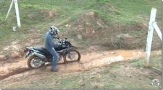 Off Road, atascado en barro en moto