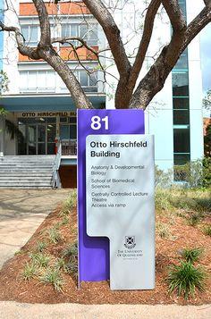 Sinalização Universidade de Queensland | Núcleo de Design Gráfico Ambiental - NDGA