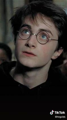 #harrypotter #gryffindor #harrypotteredit #jkrowling #prisonerofazkaban #film #magic #tiktok Harry Potter Gif, Mode Harry Potter, Young Harry Potter, Daniel Radcliffe Harry Potter, Harry Potter Icons, Theme Harry Potter, Harry Potter Pictures, Harry Potter Characters, Harry Potter Universal