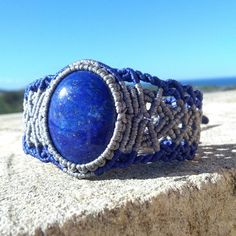 Macrame bracelet with Lapis Lazuli
