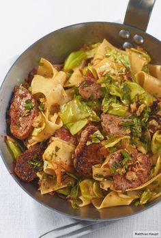 Spitzkohlpfanne Spring feeling on top: Spicy pork fillet, pasta and cabbage with lemon peel and parsley get a wonderfully fresh note. Healthy Crockpot Recipes, Healthy Dinner Recipes, Beef Recipes, Cooking Recipes, Easy Healthy Breakfast, Healthy Eating, Pork Fillet, Soul Food, Pasta Recipes