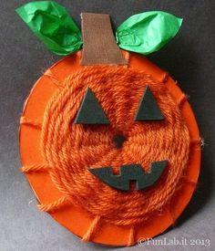 Lavoretti di Halloween originali. Un cd musicale trasformato nella zucca di Halloween, jack 'o lantern. Utilizzando la tecnica della tessitura con la lana
